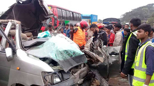 in the ten years 25 thousand people were killed in road accidents