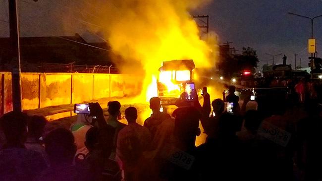 indian truck burns benapole port