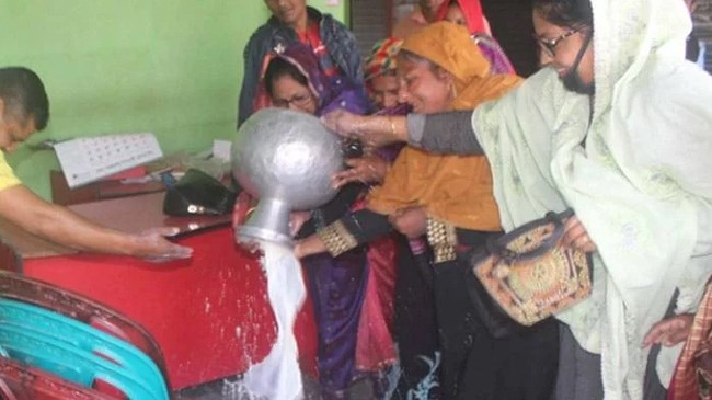 offices of awami league washed with milk