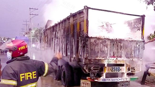 truck burns benapole port