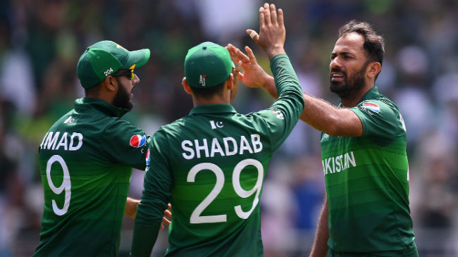 pakistan celebrating wahab riaz wickets