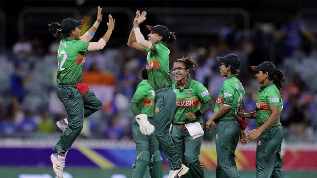salma khatun celebrates after taking the wicket
