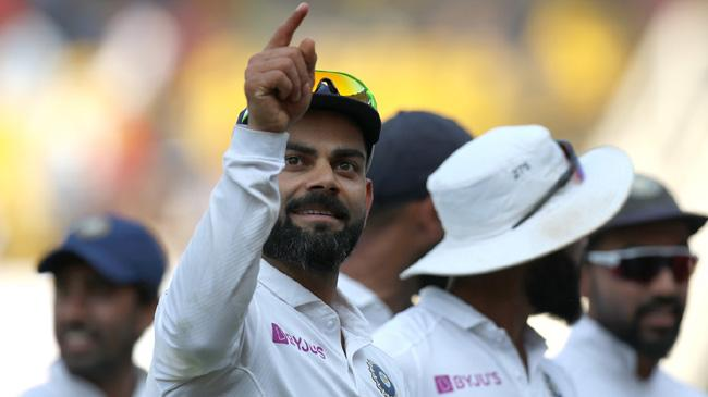virat kohli interacts with the crowd