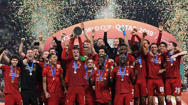 liverpool celebrating club world cup trophy