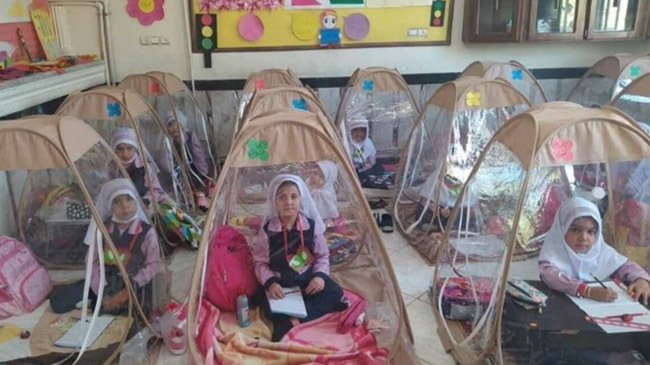 irani children learning in tent in pandemic